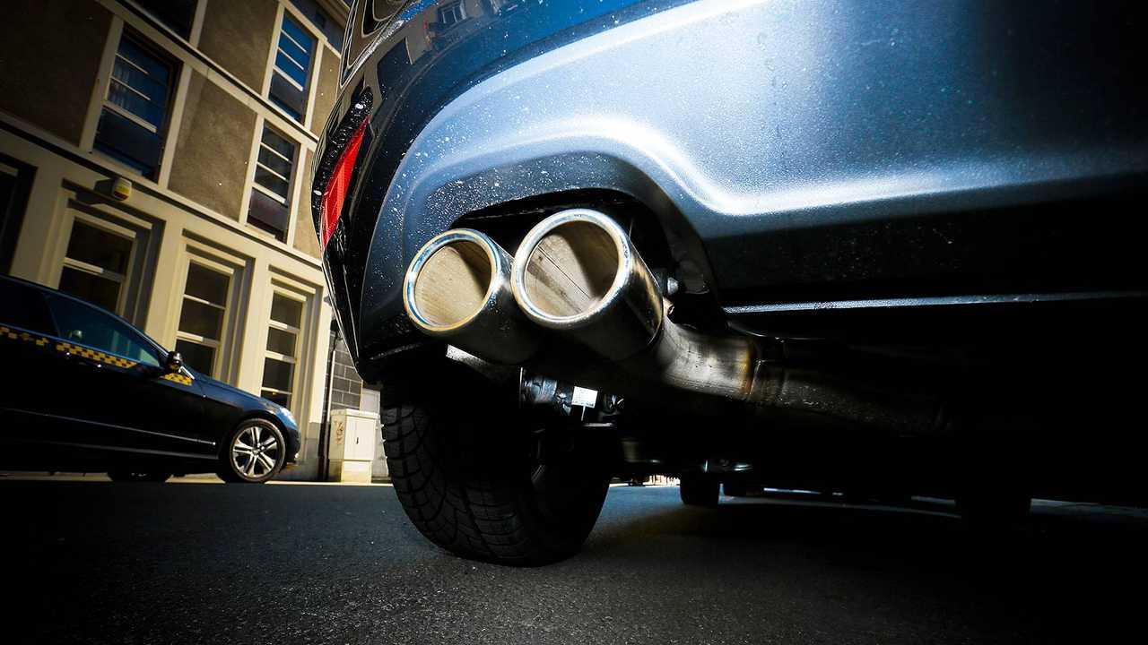 Auto, emissioni allo scarico