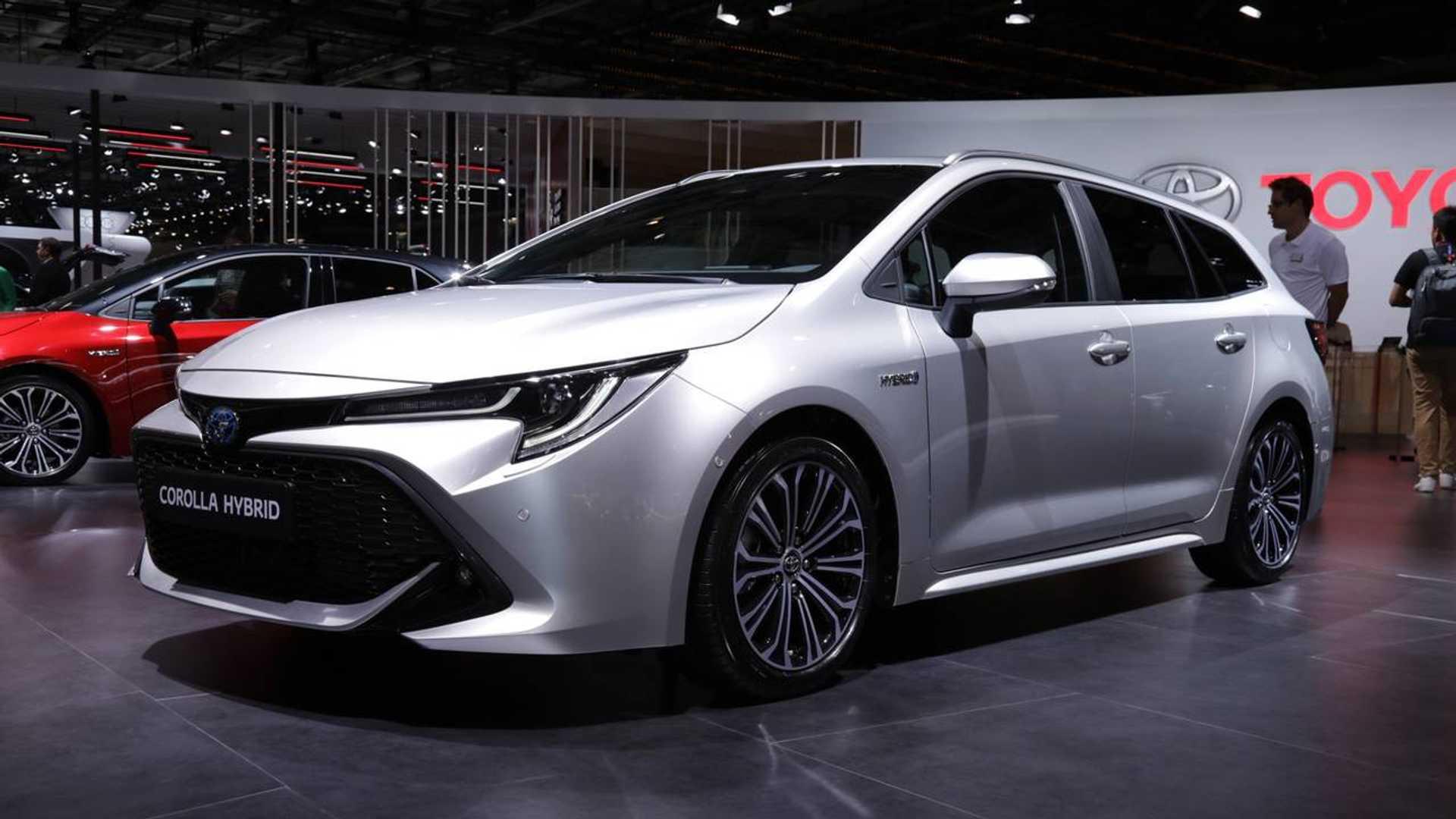 Toyota Zeigt Corolla Camry Und Rav4 In Paris