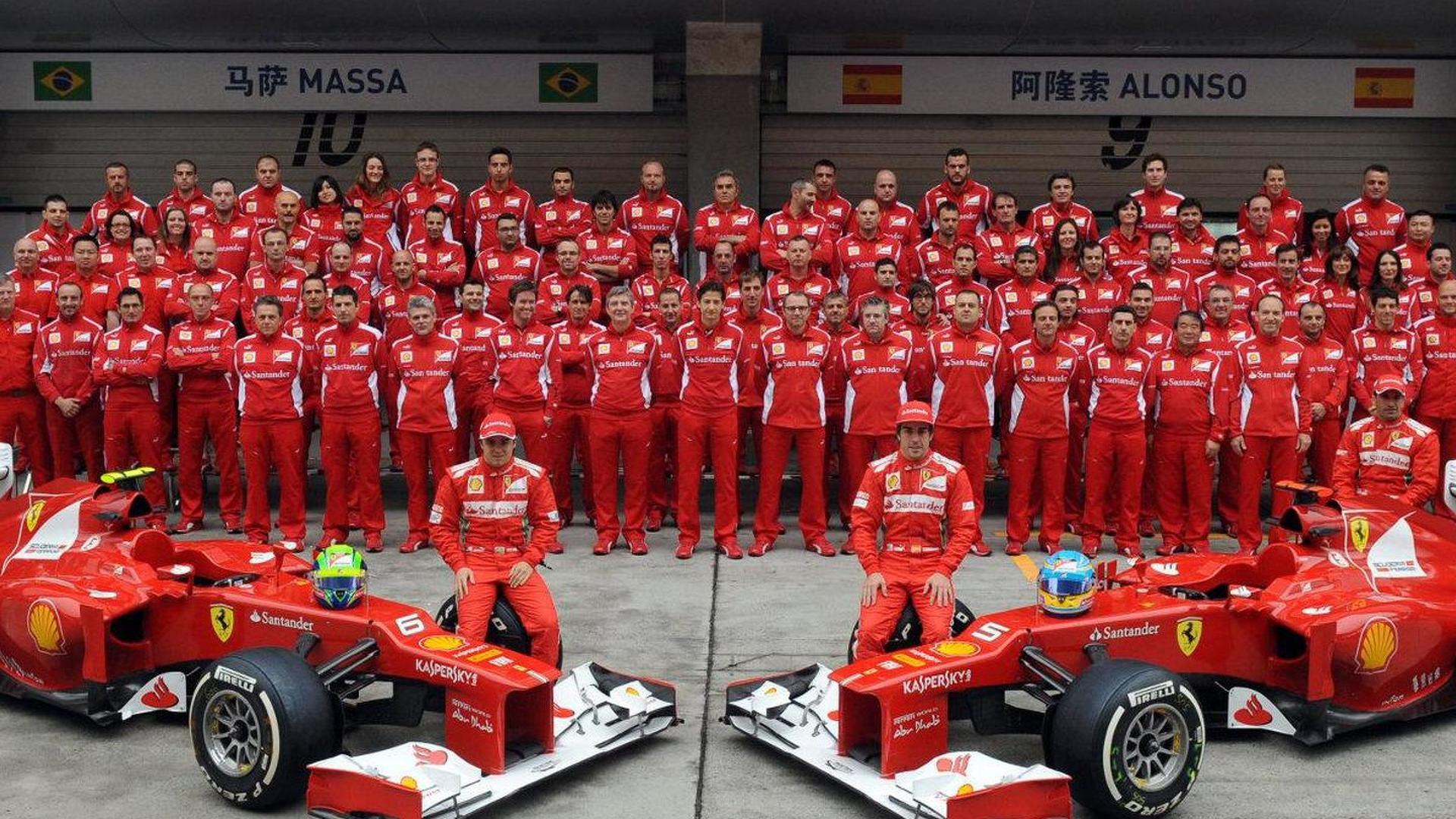 Scuderia Ferrari Team Photo Chinese Grand Prix 2012 982630