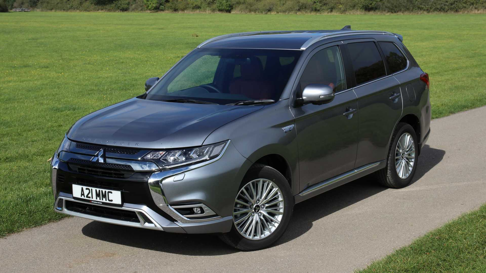 Mitsubishi Outlander PHEV Sells Well In UK Even Without Incentive