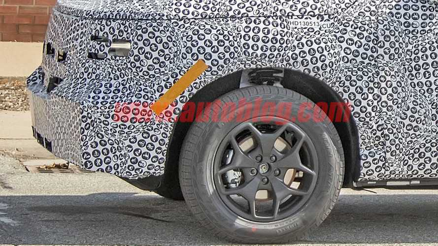 Такого камуфляжа вы еще не видели: фото с тестов нового кроссовера Ford