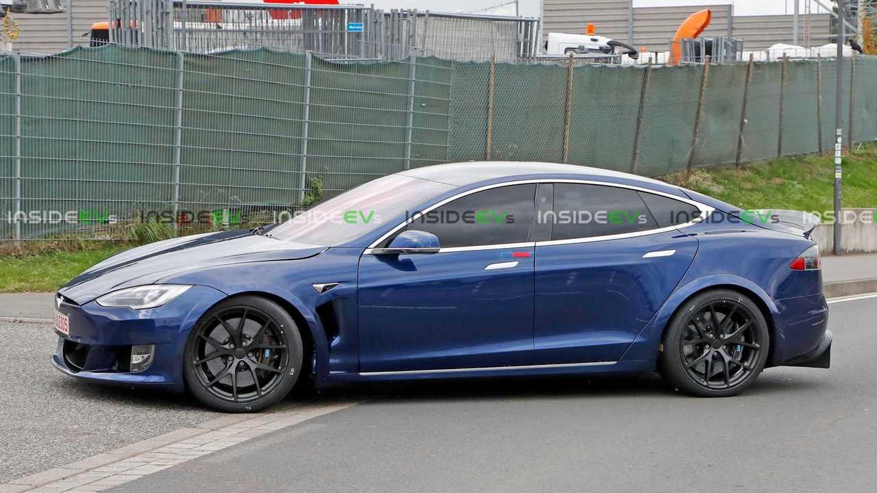 Mavi Renkli Bir Tesla Model S Plaid'in Casus Görüntüleri