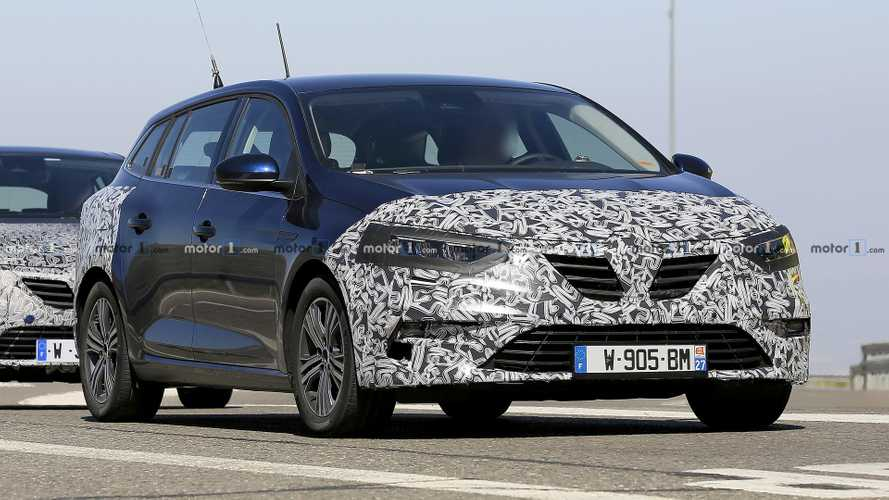 Renault Megane estate facelift caught with new headlights, taillights