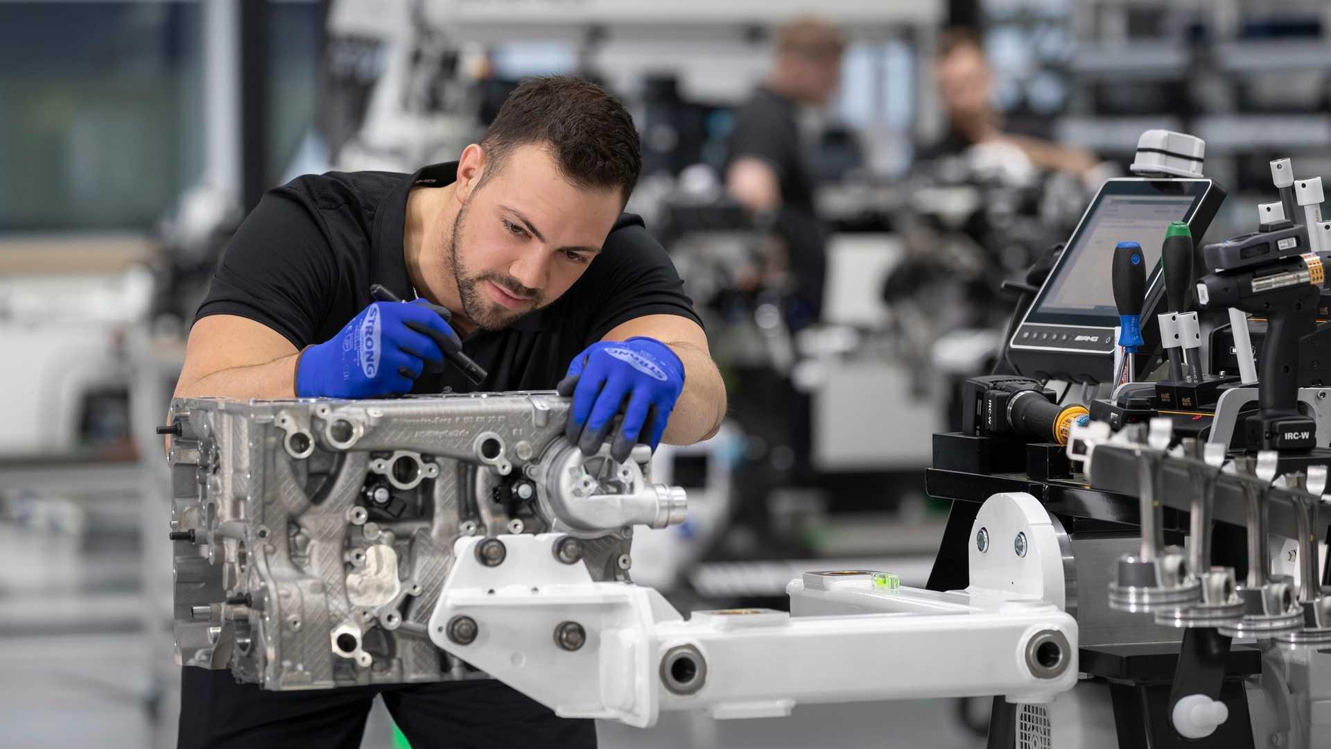 Motor 2.0 turbo de 421 cv do A45 pode substituir V6 na Mercedes Mercedes-amg-m139-engine