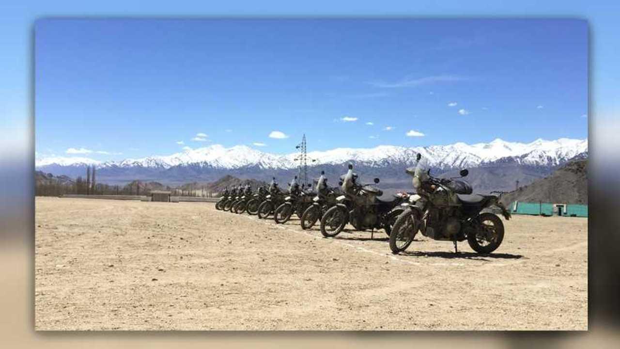 11 Riders Cross Karakoram Pass On Himalayans