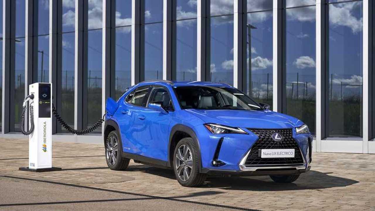 Lexus y puntos de carga Iberdrola