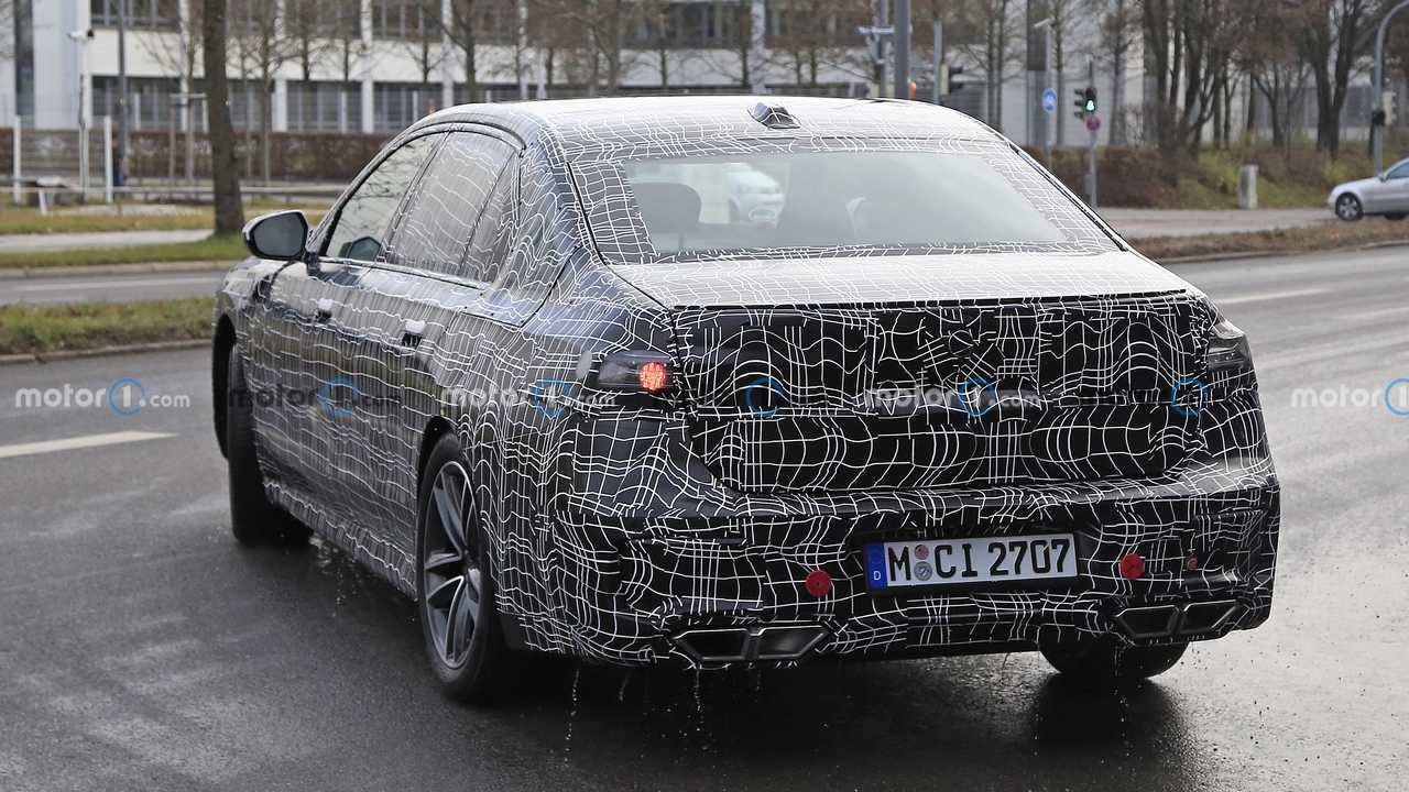 BMW 7 Series spy photo showing quad exhaust