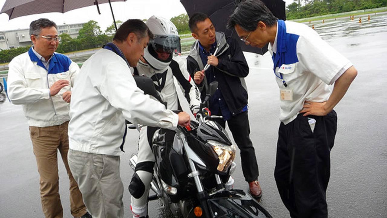 A polite question on the Suzuki Inazuma 250