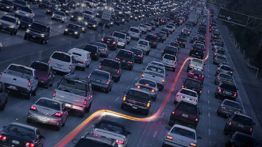 53 percent of drivers unaware of lane splitting, 7 percent try to block motorcycles