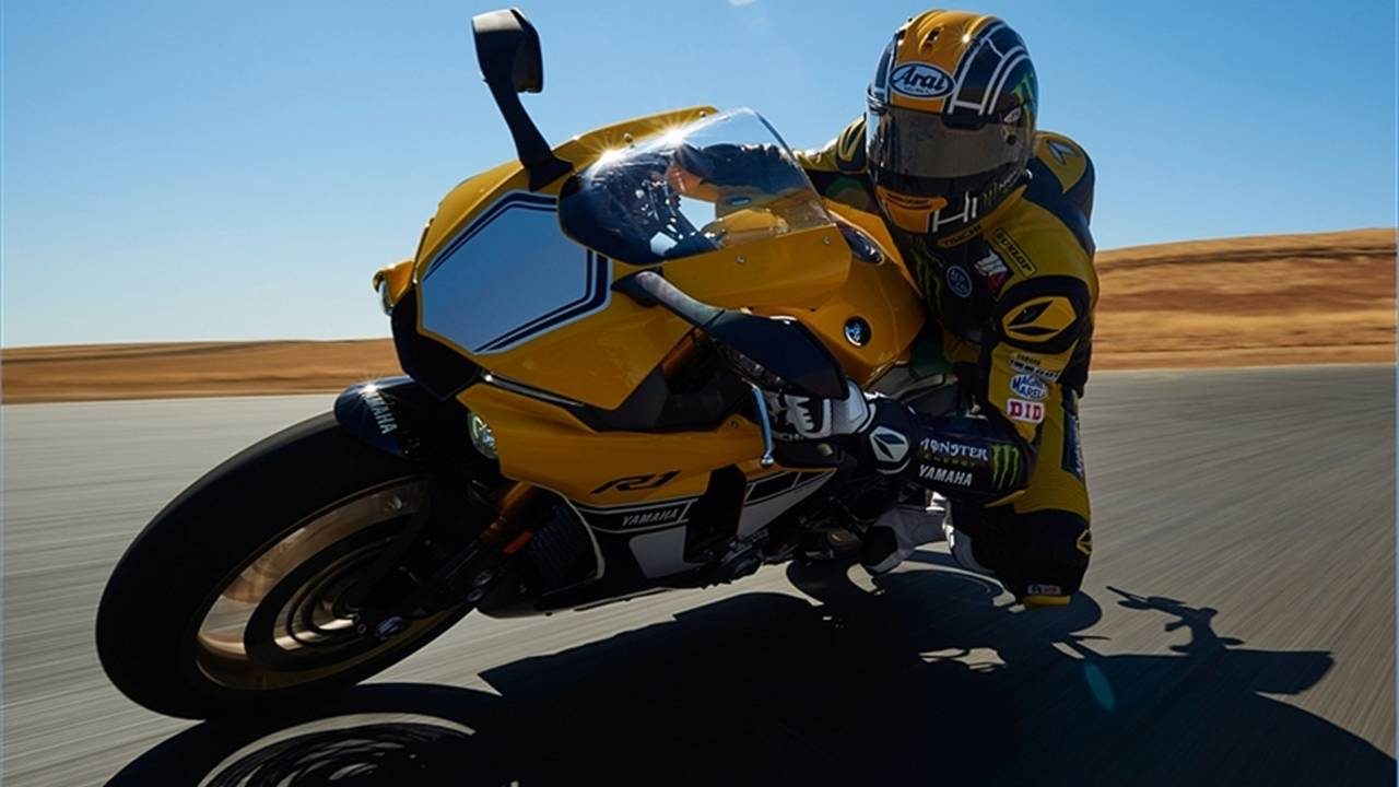 Yamaha Issues YZF-R1 Recall For Potential Transmission Lock-Up