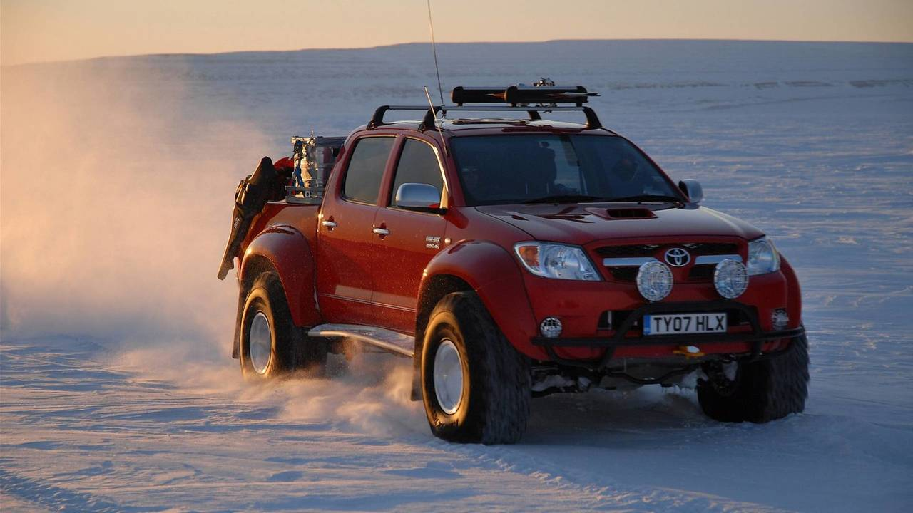 Toyota Hilux Invincible AT38