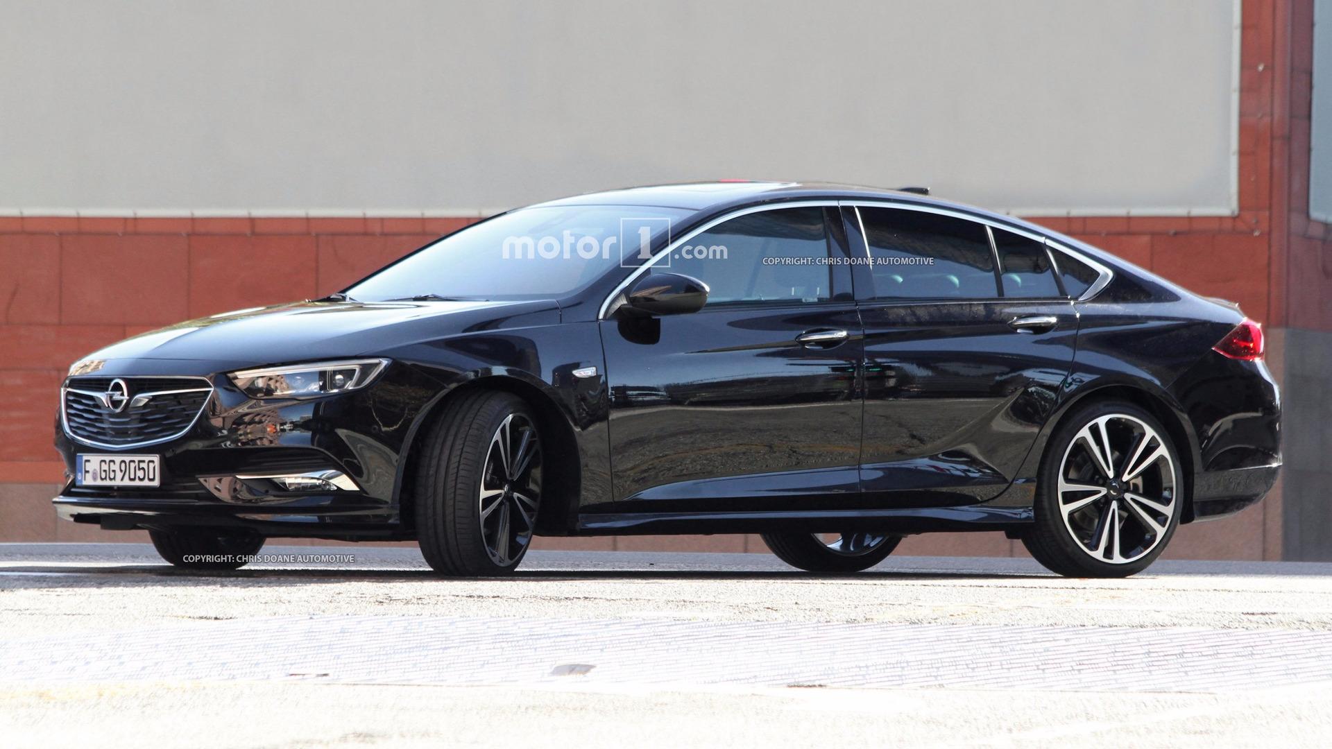 Flagra Opel Insignia 2017 Seda E Perua Motor1 Com Fotos