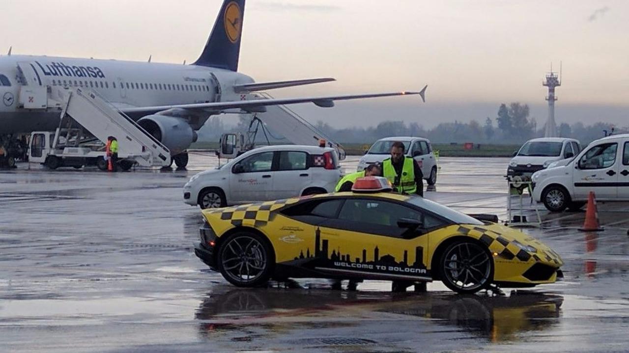 Bologna Havalimanı - Lamborghini Huracan