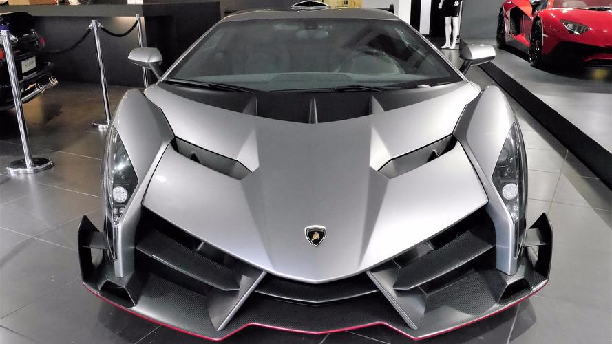 VIDÉO - Même sous la pluie, la Lamborghini Veneno impressionne