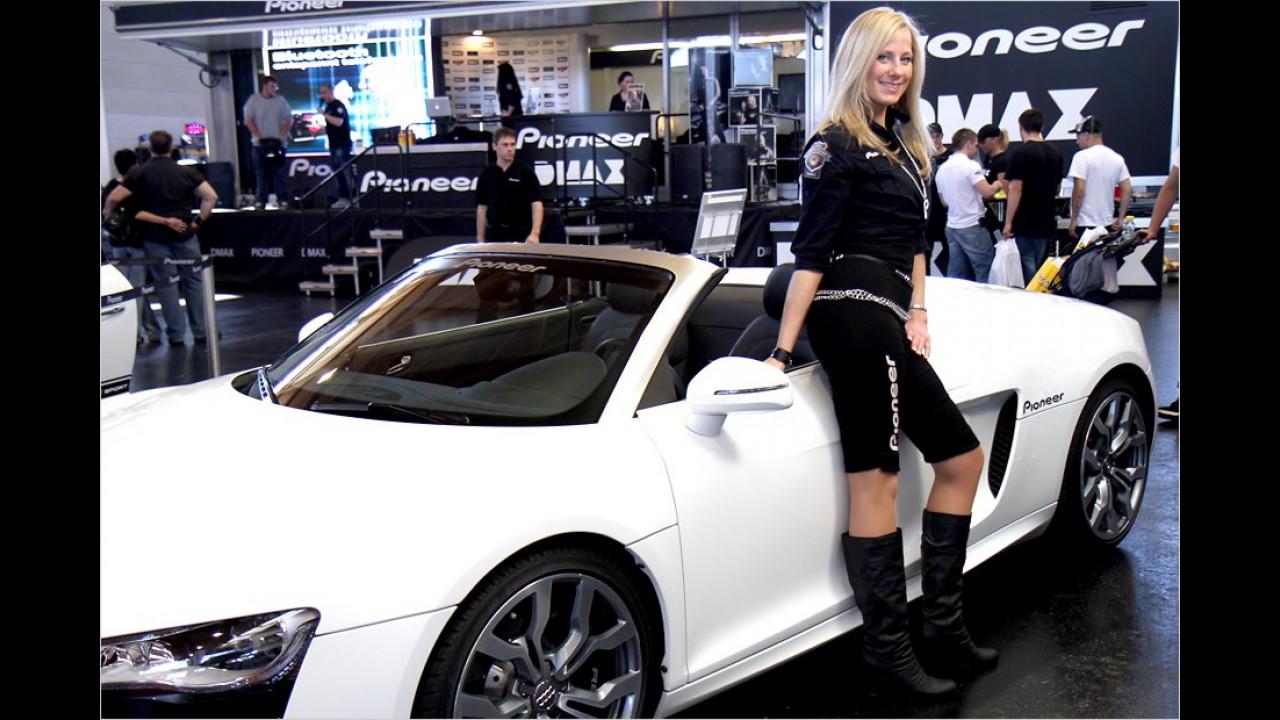Mit dieser Dame würden wir auch gerne mal eine Runde im R8 drehen