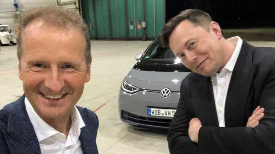 Vídeo: Elon Musk dirige o elétrico ID.3 ao lado do CEO da Volkswagen