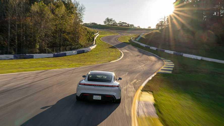 Porsche Taycan, nuovo record per auto elettriche a Road Atlanta