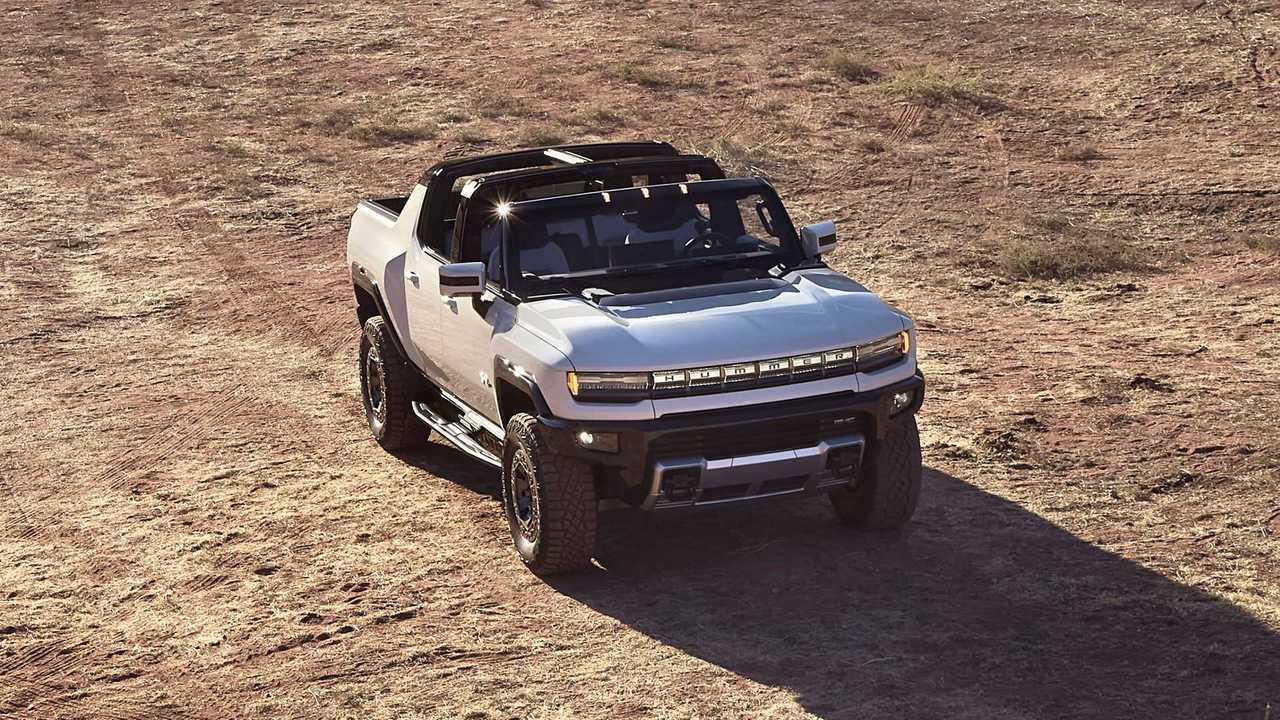 2022 GMC Hummer EV Ön Üç Çeyrek Yukarıda