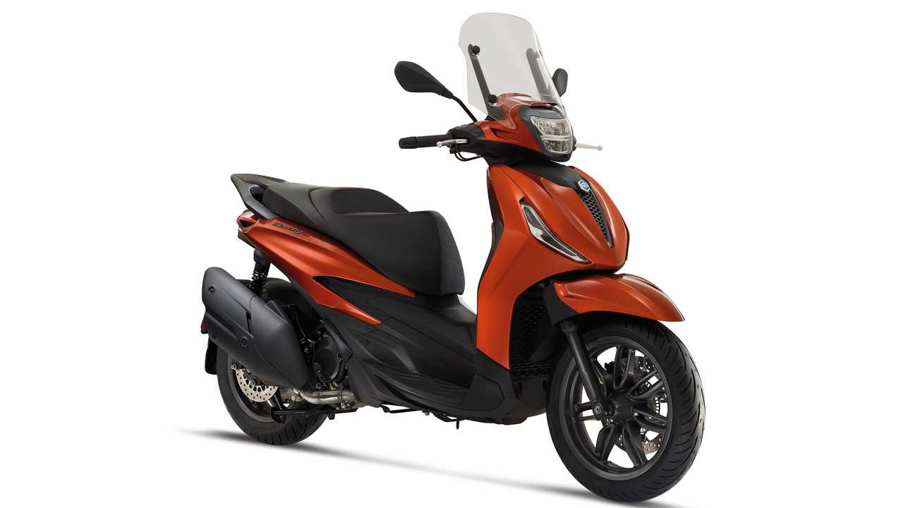 2021 Piaggio Beverly S 400 HPE - Right Side Angle Alternate