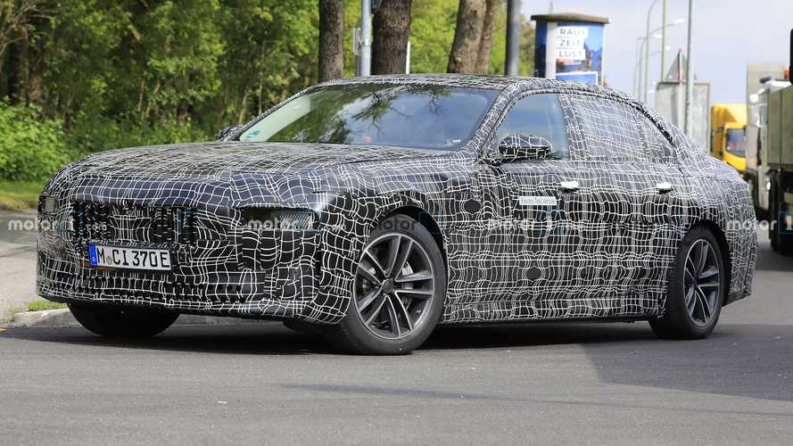 BMW i7 Electric Sedan Coming With Around 650 Horsepower: Report