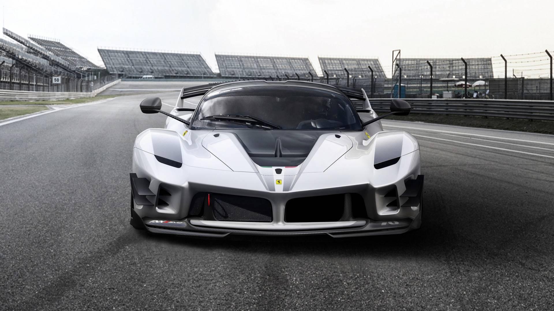Ferrari Mostra Brutal Fxx K Evo De Corrida Em Mugello