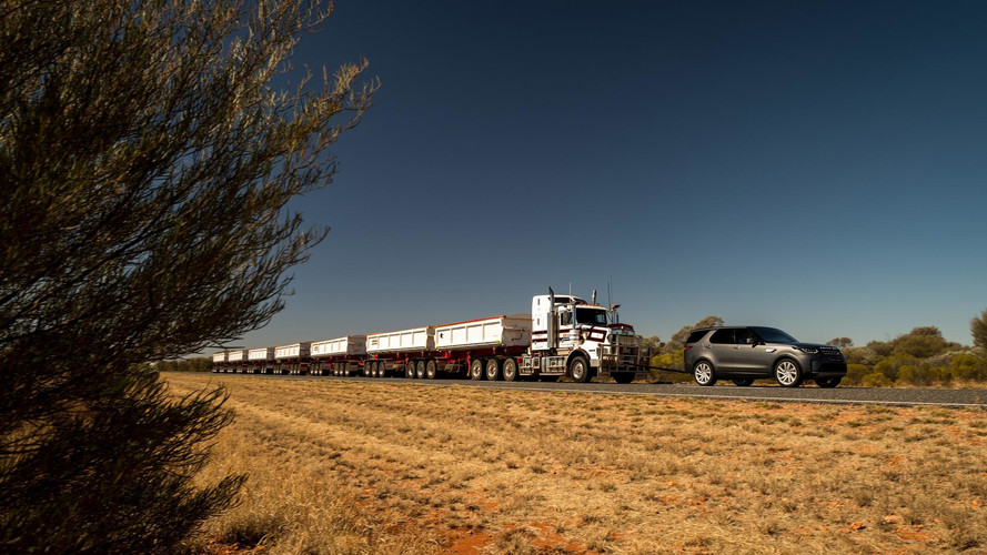 Land Rover Discovery Tows 110-Ton Road Train With Seven Trailers