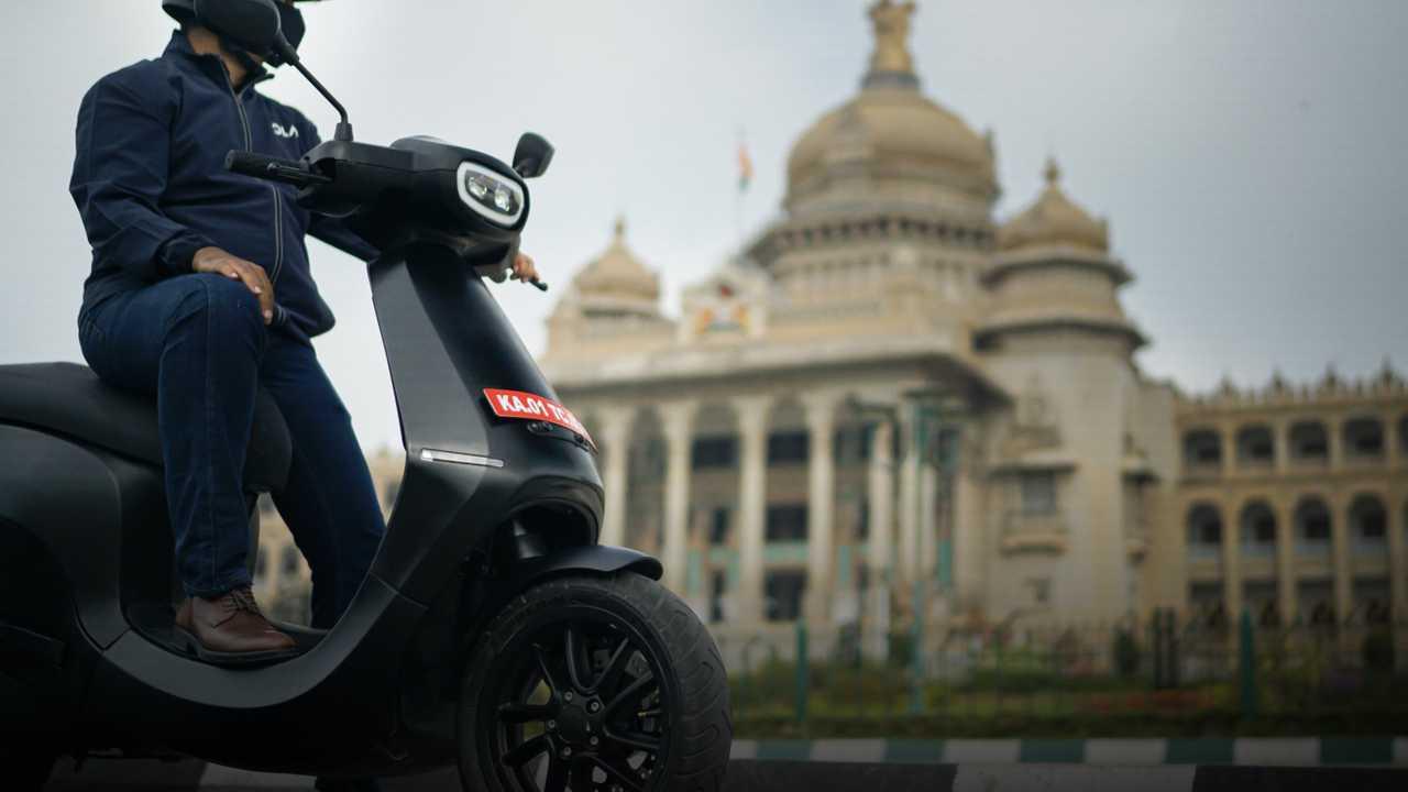 Ola Electric luncurkan skuter listrik terbarunya.