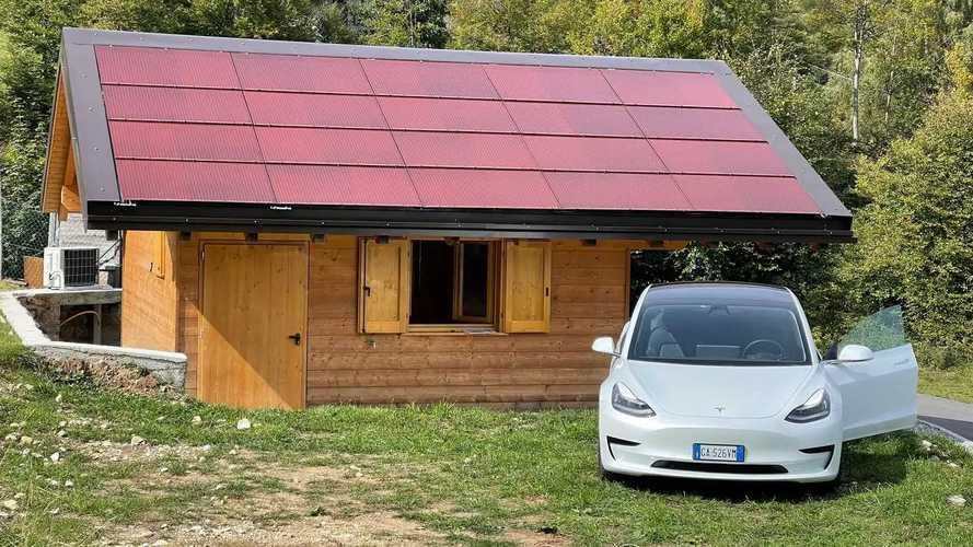 Tegole fotovoltaiche e non solo: com'è lo chalet 100% sostenibile