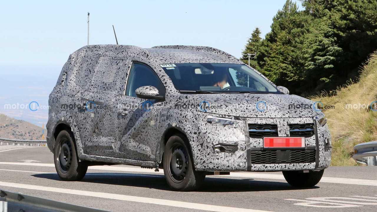 Dacia hétüléses modell kém fotó (első háromnegyedes)