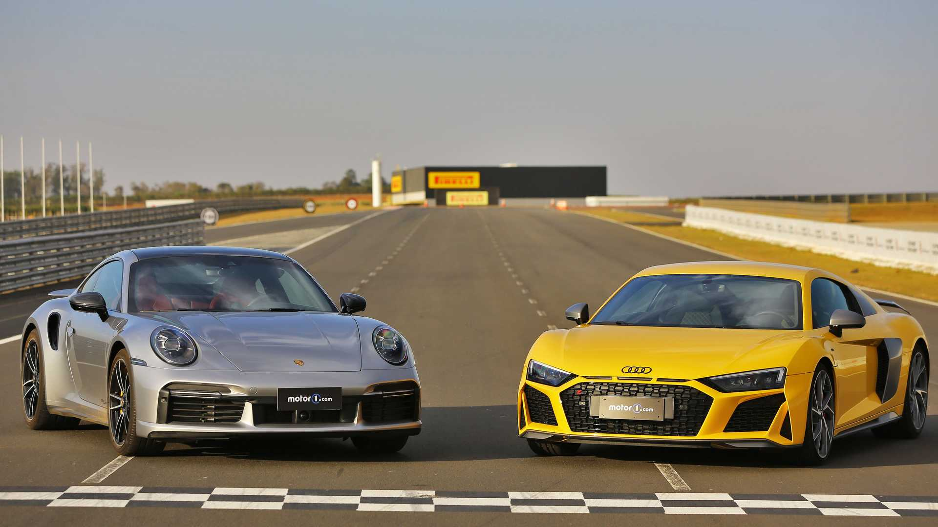 Comparativo Audi R8 vs. Porsche 911 Turbo S: Tradicional alemã