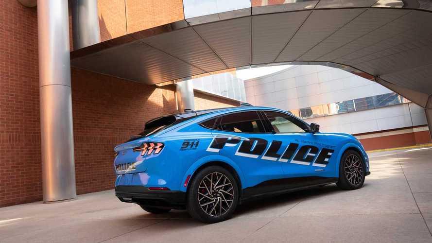 """Ford Mustang Mach-E, prima elettrica a passare l""""esame"""" di polizia"""