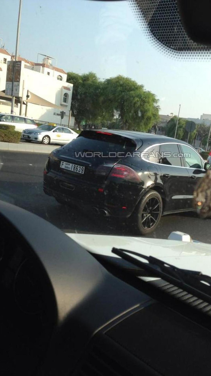 Porsche Macan Turbo in Dubai 24.10.2013