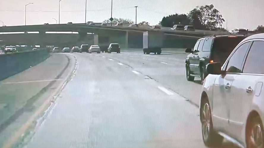 Tesla Dashcam Captures Reckless Driving: Sees License Plate Clearly