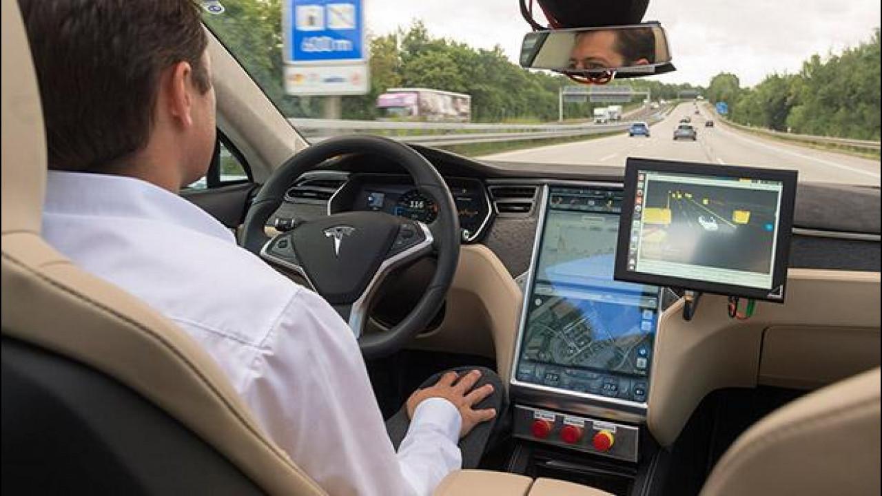 [Copertina] - Bosch al CES 2016: l'auto guida e parcheggia da sola