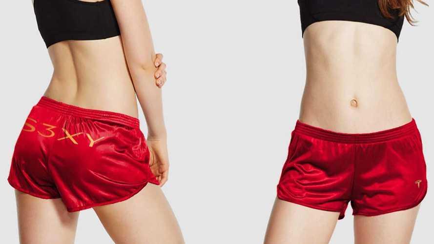 Tesla выпустила красные женские шорты с надписью «Секси»