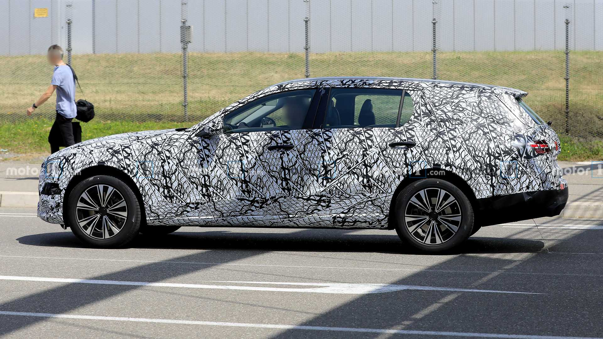 2021-mercedes-c-class-estate-spy-photo-s