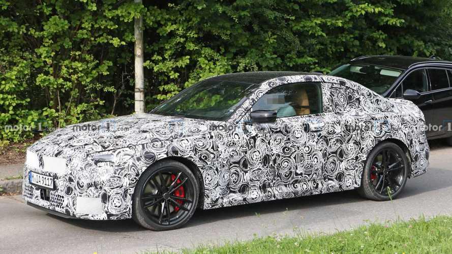 Шпионы впервые заглянули в салон нового купе BMW 2-й серии