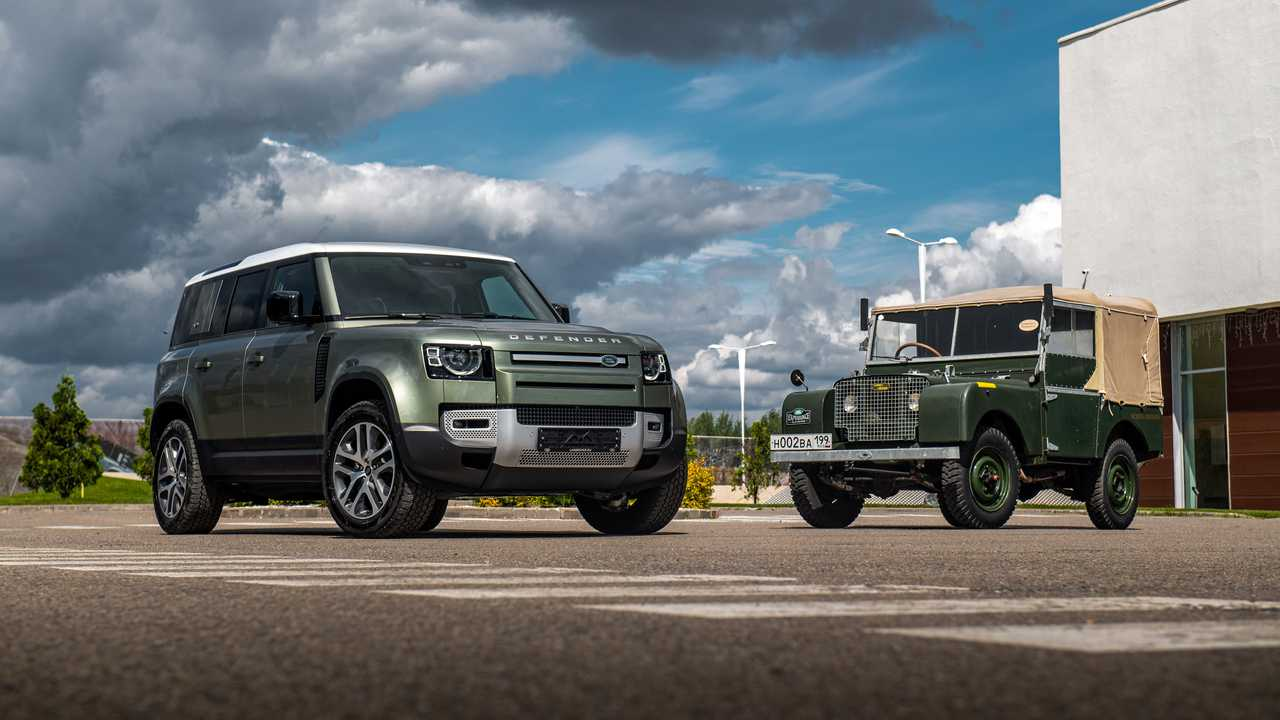 Land Rover Defender 110 и его предок.