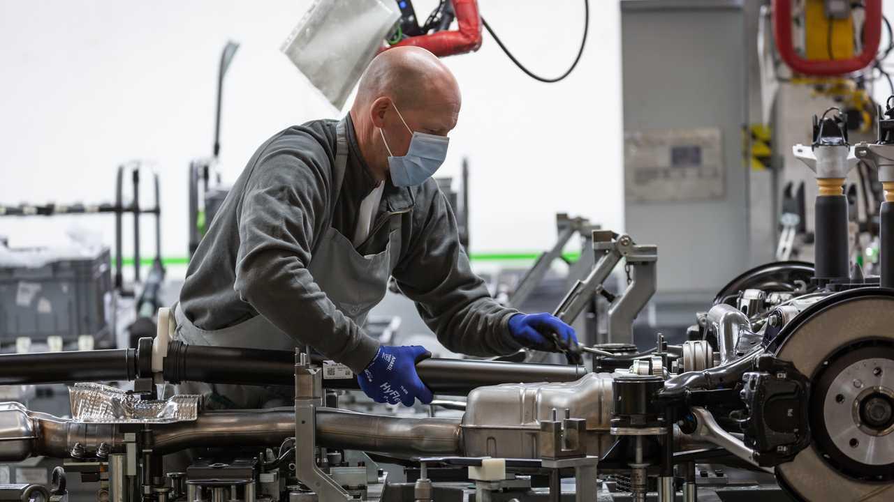 Bentley возобновляет производство в Крю