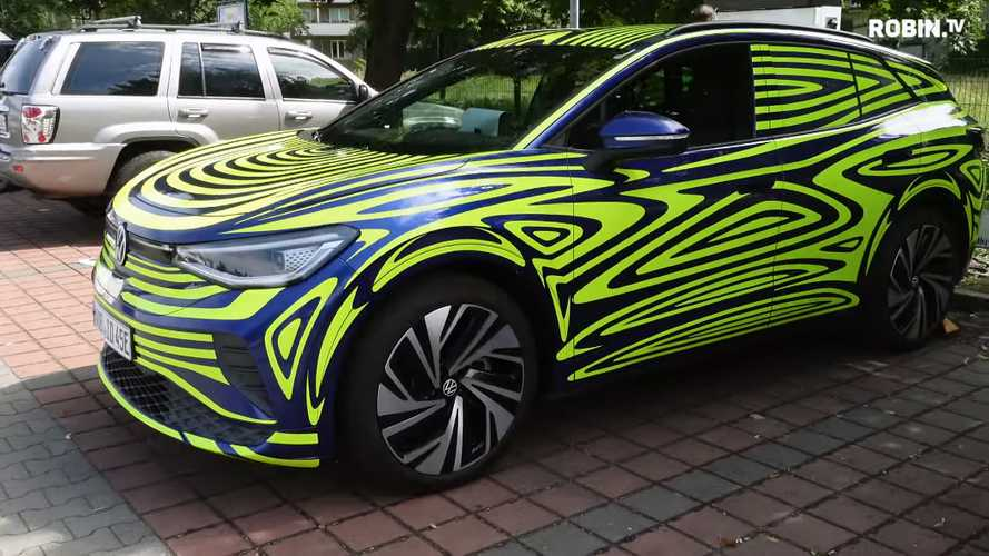 Get A Close-Up Look At The Volkswagen ID.4 Under Light Camouflage