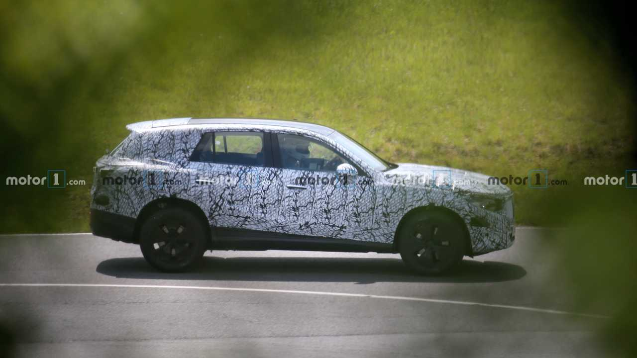 2022 Mercedes GLC spy photo