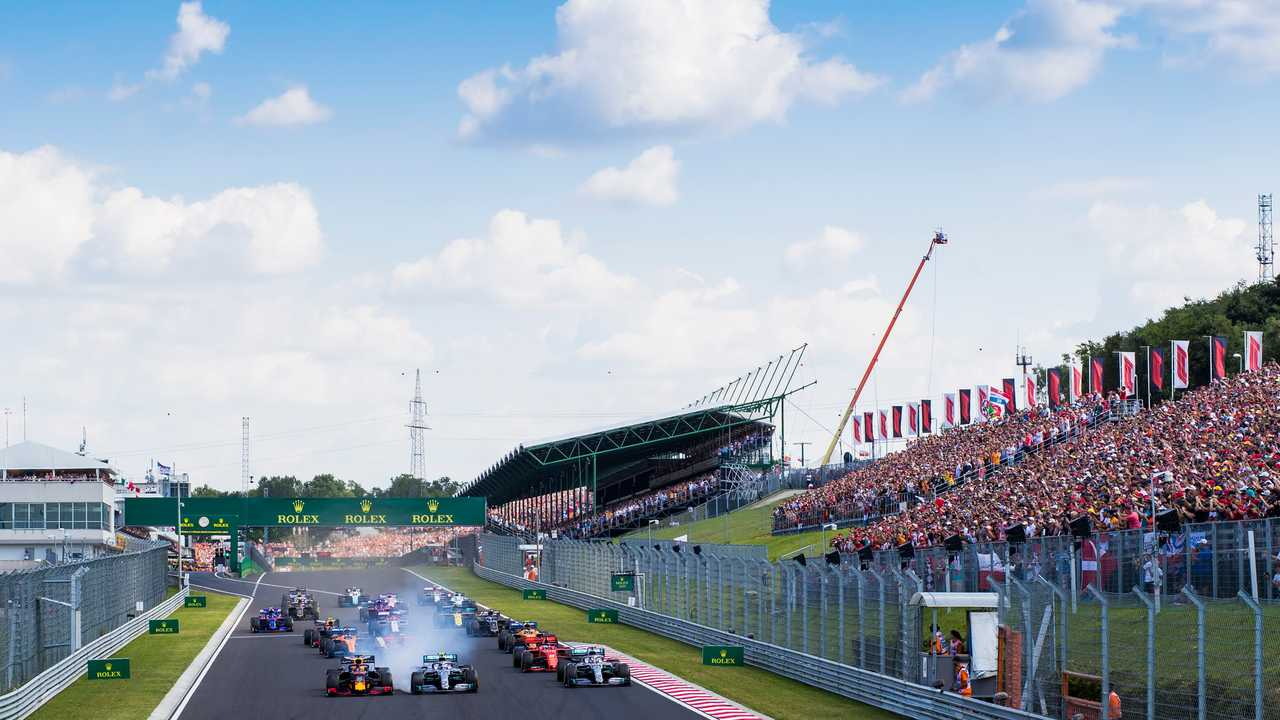 Max Verstappen, Red Bull Racing RB15, leads Valtteri Bottas, Mercedes AMG W10, Lewis Hamilton, Mercedes AMG F1 W10, and the rest of the field at the start