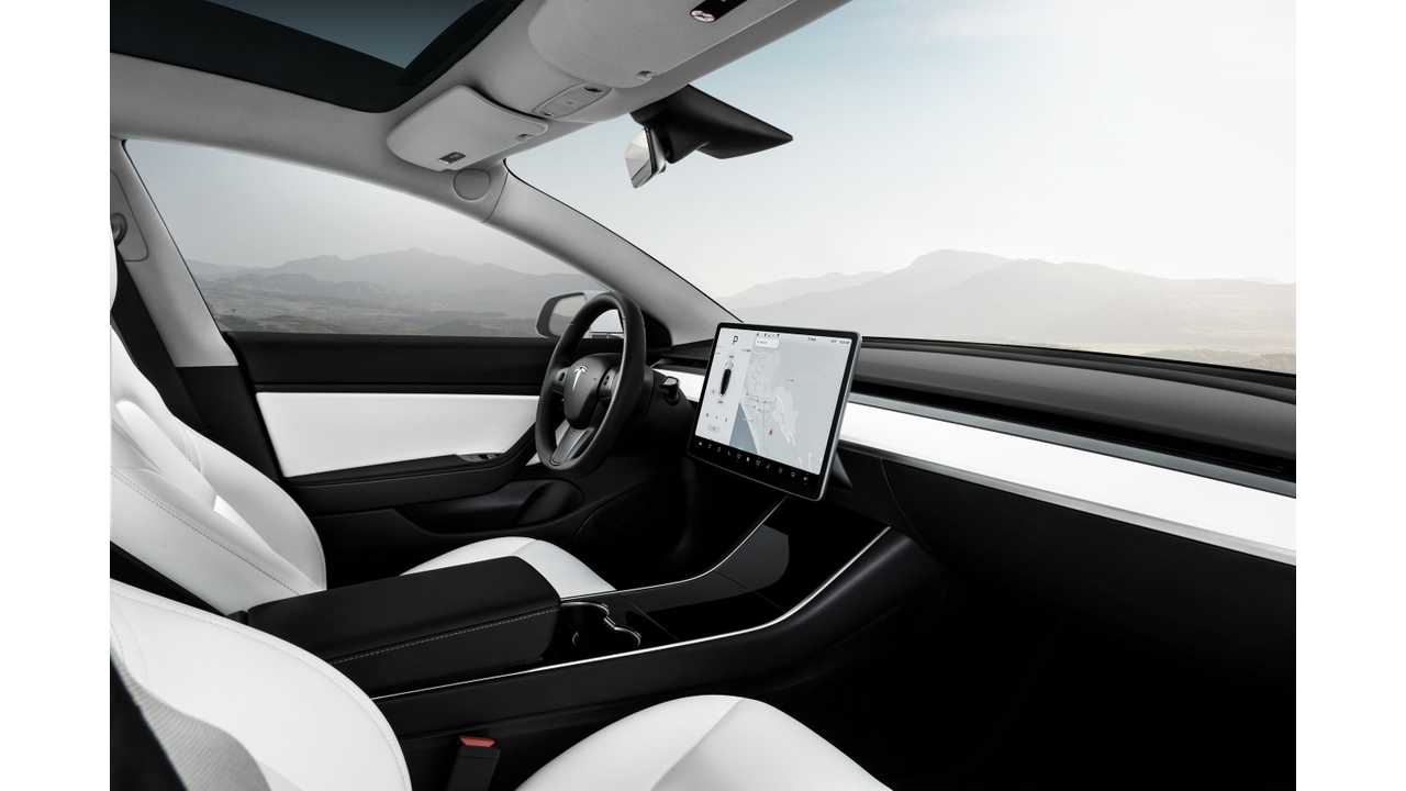 Cars.com Conducts Tesla Model 3 Touch Screen Test: It's A Star!
