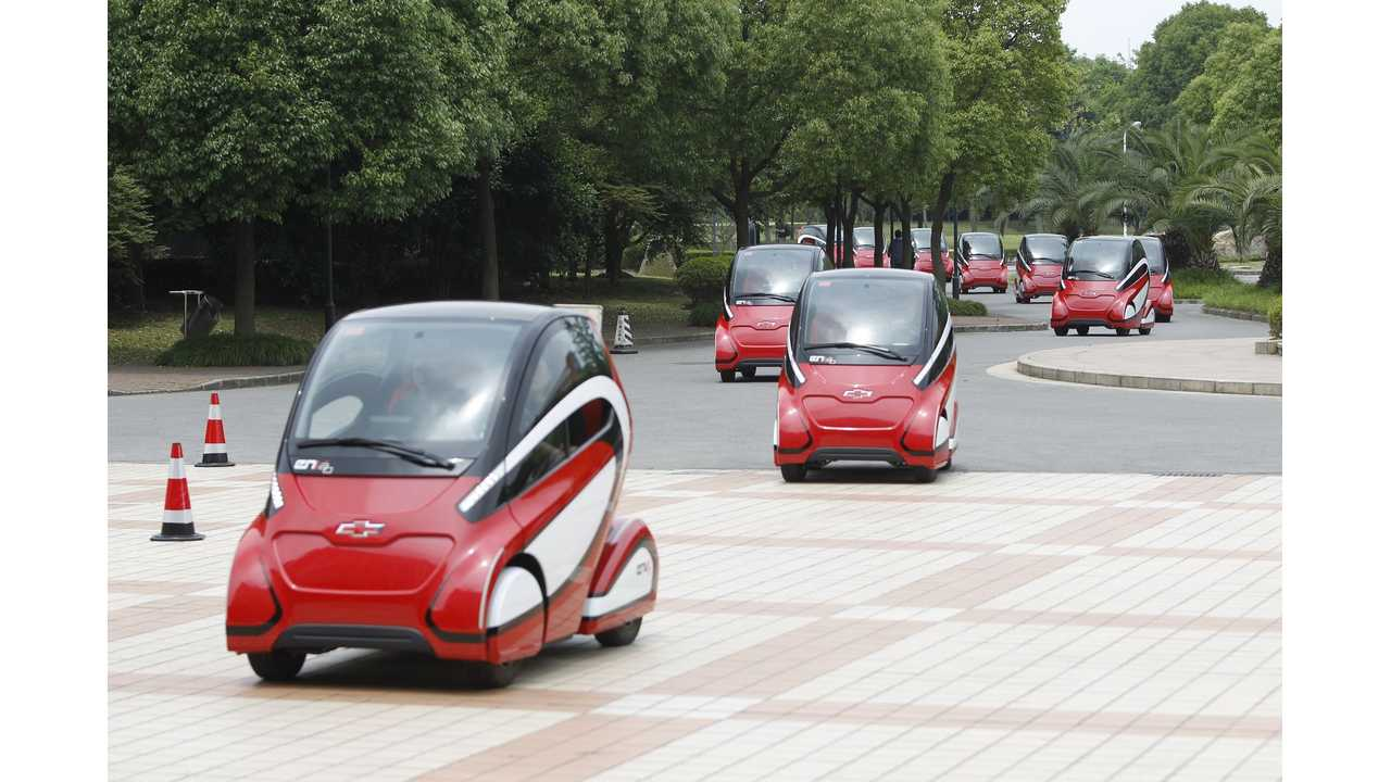 The two-seat EN-V 2.0 has an electric range of approximately 40 km and a top speed of 30 kph.