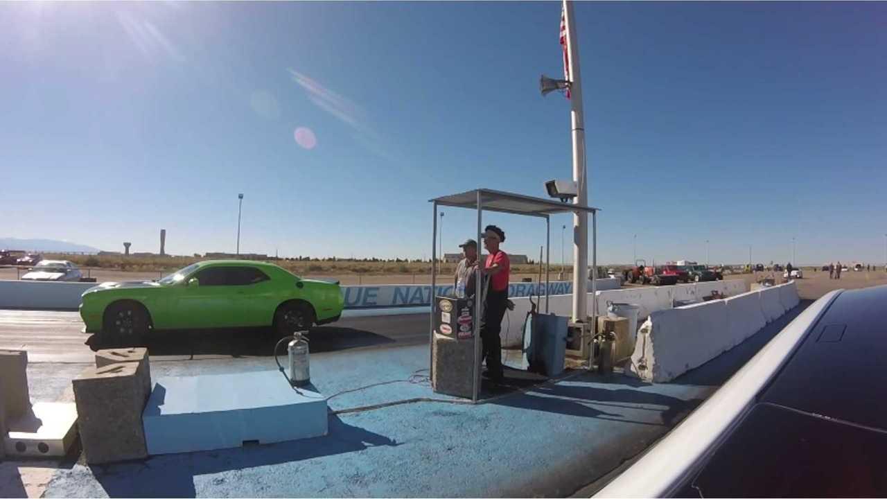 Tesla P90D Ludicrous vs Hellcat - Quarter Mile
