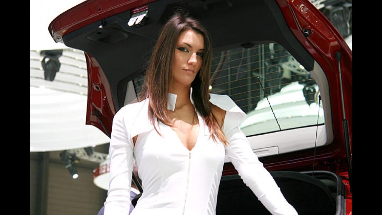 Unnahbar: Diese gestrenge Dame wollte uns partout nicht das Kofferraumvolumen ihres Wagens messen lassen