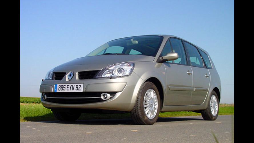 Groß in Szene: Der neue Van Renault Scénic auf der Straße