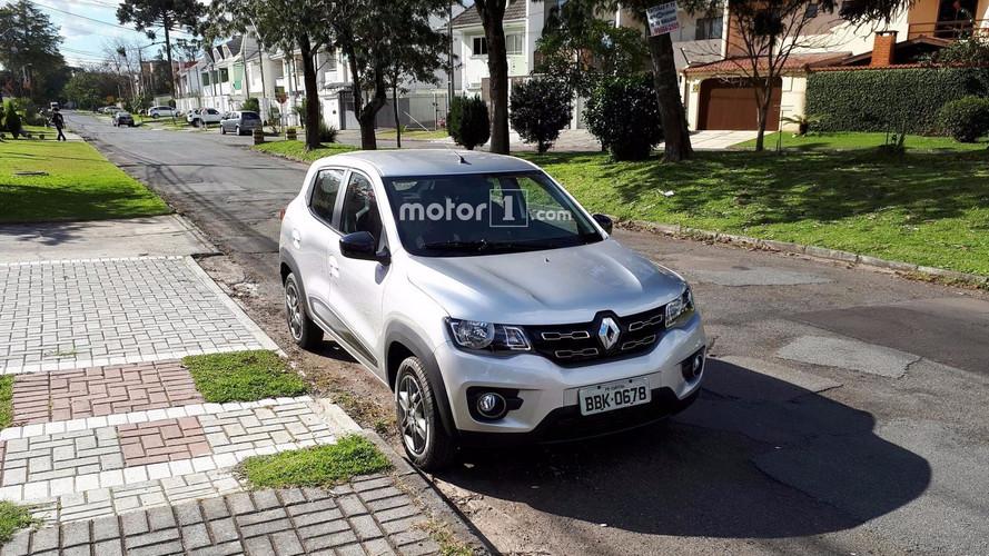 FLAGRA - Renault Kwid Intense roda sem camuflagem em Curitiba