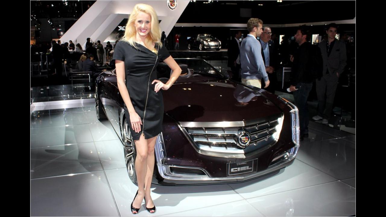 Diese Blondine strahlt mit dem Cadillac Ciel um die Wette