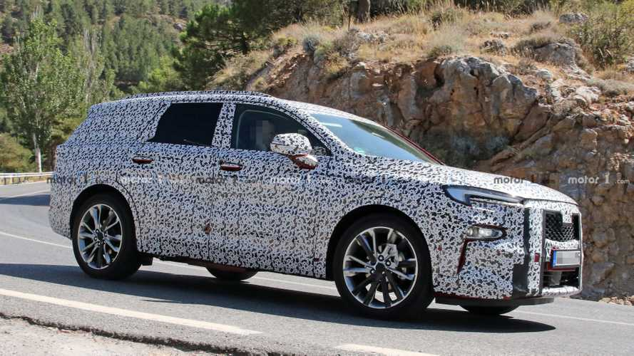 New Opel Three-Row Full-Size SUV Spied For The First Time